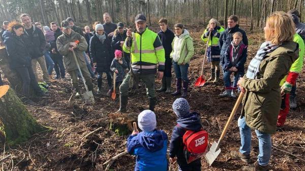 Bild: Süchtelner Höhen: Bürgerinnen und Bürger setzen 1000 neue Bäume